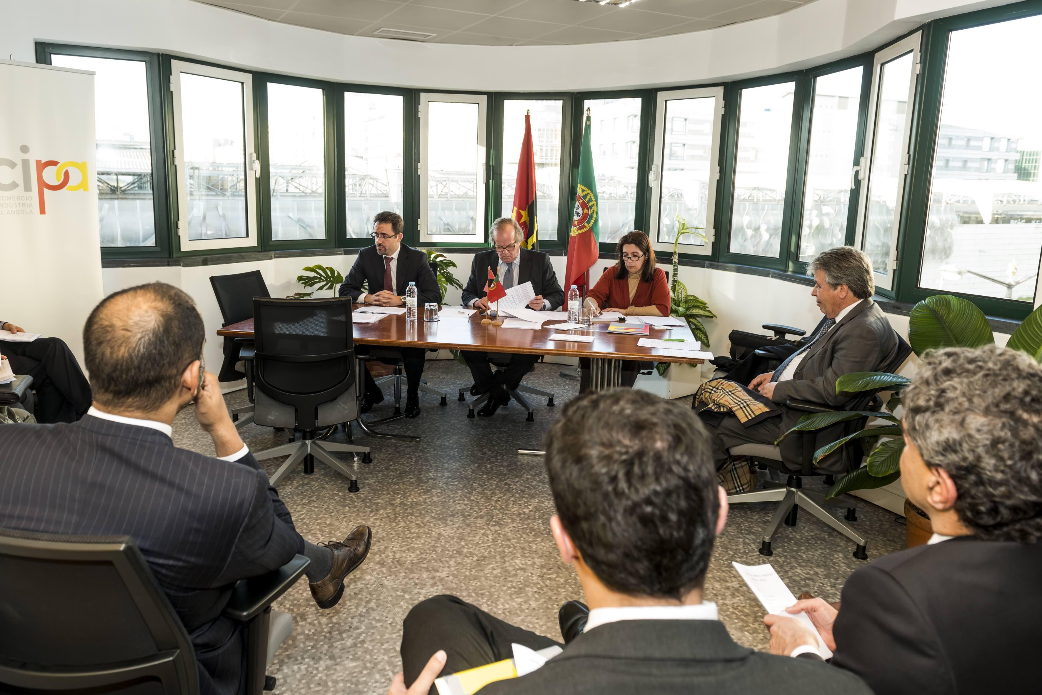 Mesa da Assembleia Geral, Março 2016, Paulo Varela, presidente da Direcção, Luís Sousa Macedo, Presidente da Mesa, Isabel Santos, Directora Executiva