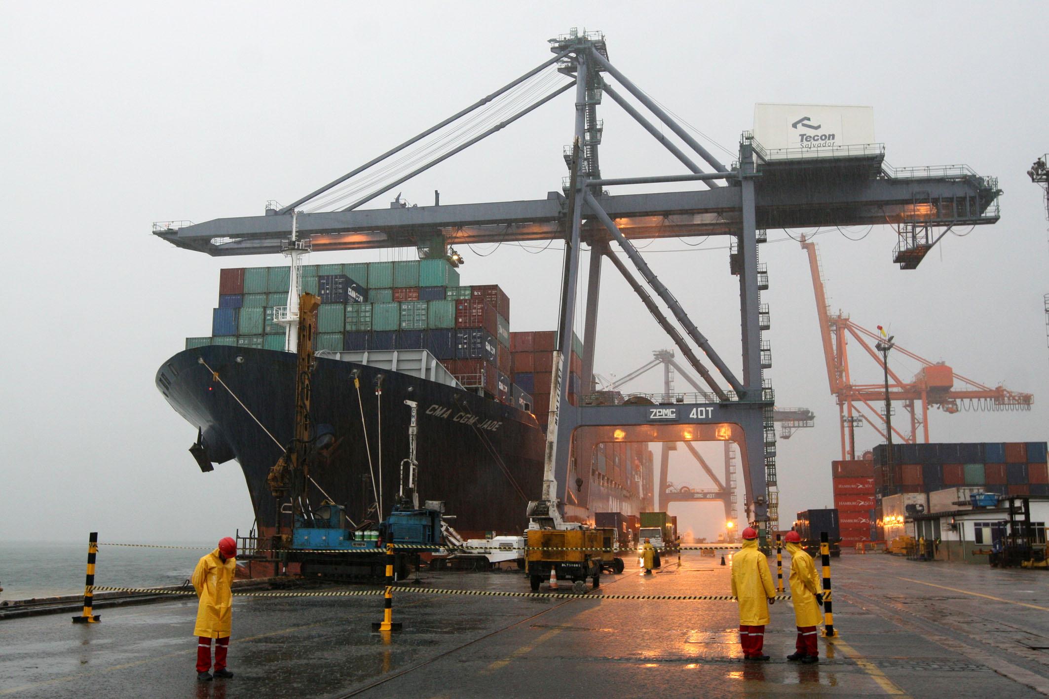 Valores agregados das trocas comerciais Portugal – Angola no período entre janeiro e julho de 2019 e posição de Angola no comércio português extracomunitário e com os PALOP, no mesmo período de tempo e em comparação com o período homólogo de 2018.